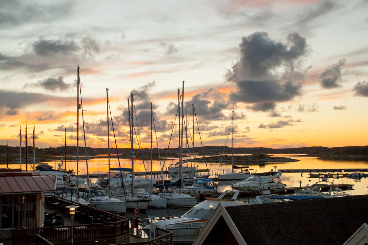 Smuk aftenudsigt ved gæstehavnen i TanumStrand.