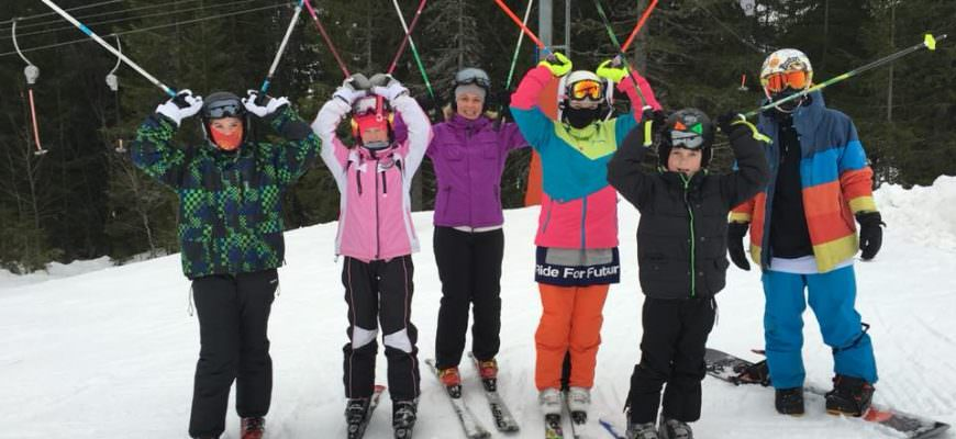 Familie på ski i Lindvallen