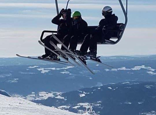 Familie på skiferie i Hafjell