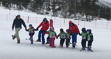 Børn på skiskole i Norden